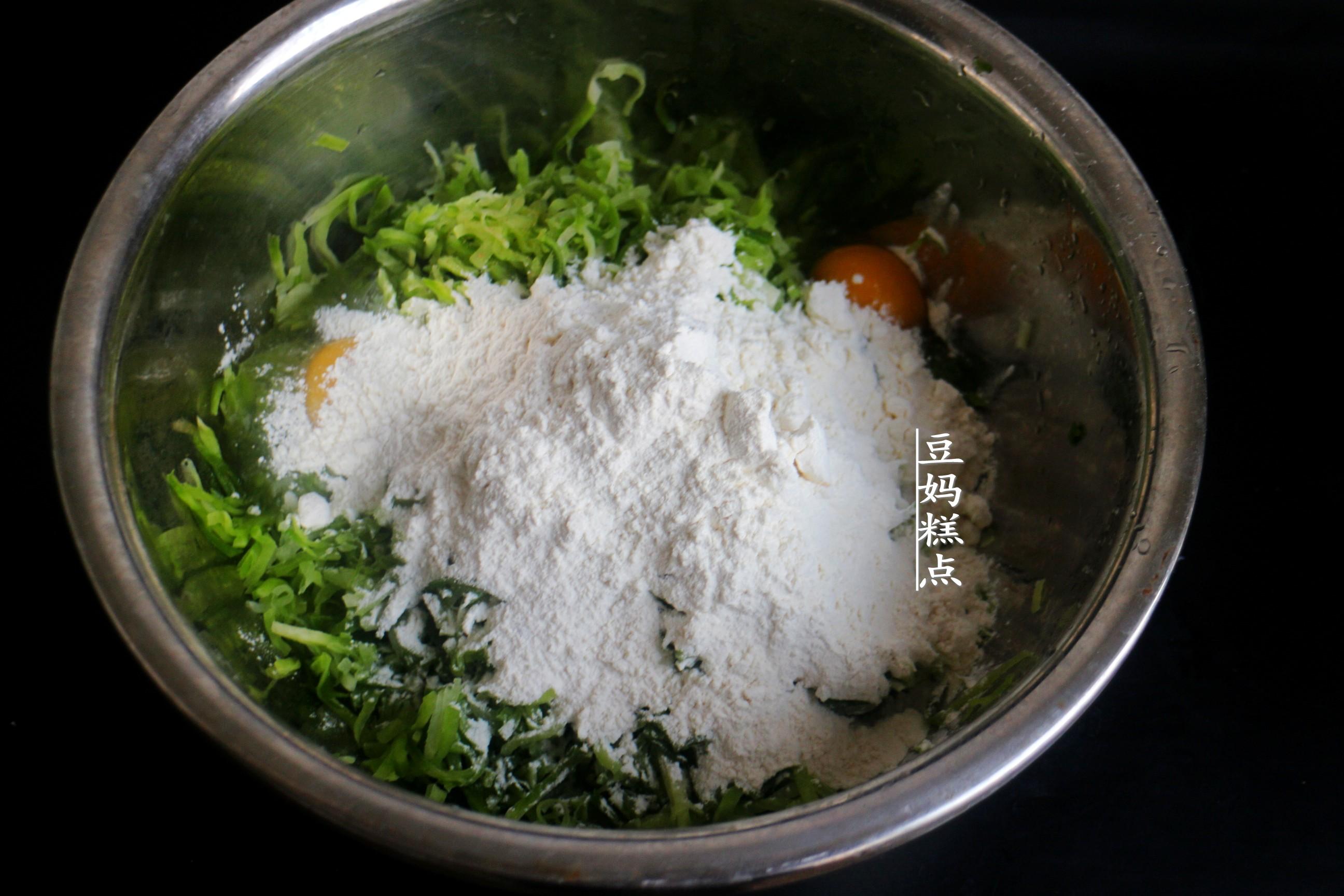 快立冬了,炸蘿蔔丸子,掌握3個小技巧,丸子香氣十足特好吃