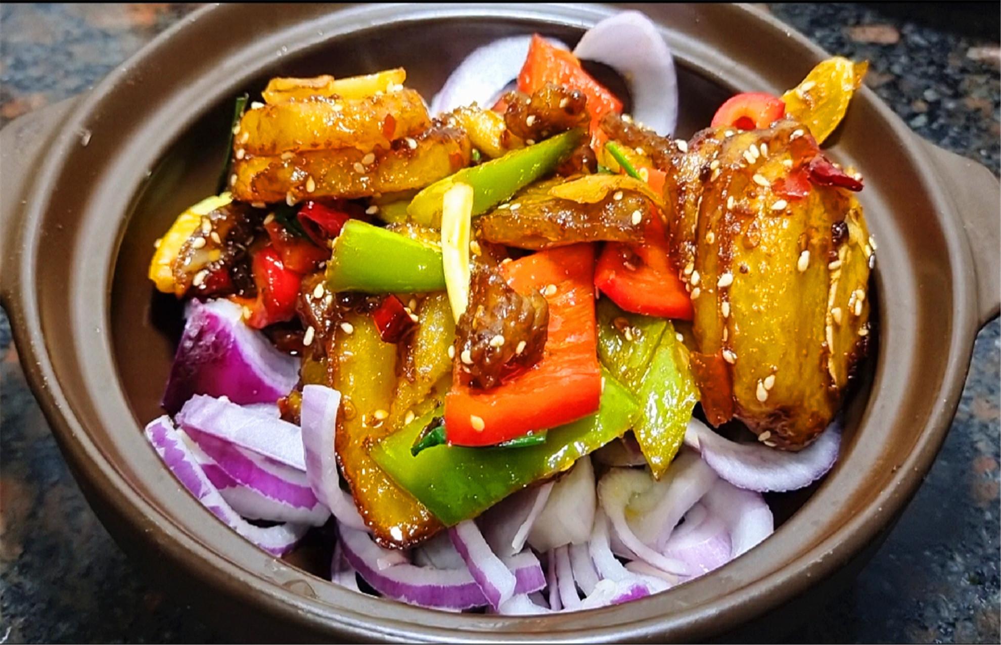 干锅土豆的家常做法,简单好做,鲜香开胃又下饭,解馋