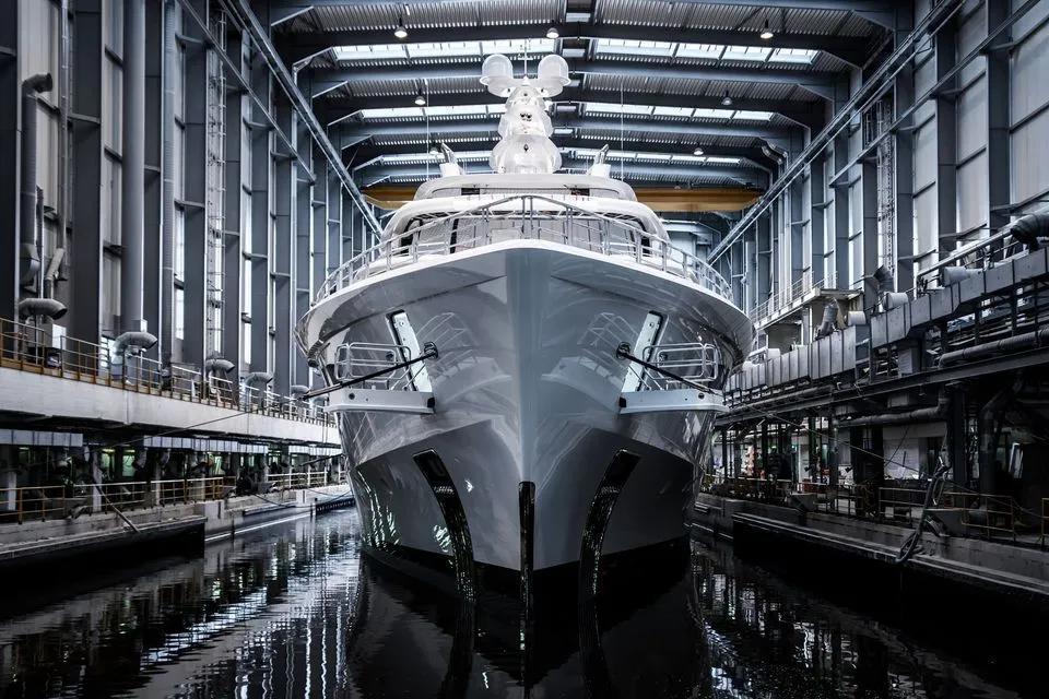 超级颜值的80米超级游艇Artefact,突破性的设计创新
