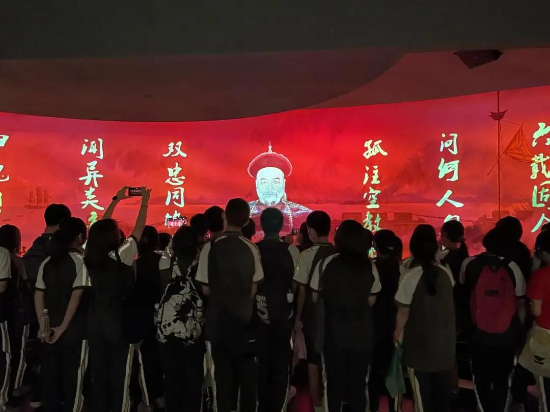 """鸦博研学   """"重走古战场——寻迹英雄""""研学实践在海战馆举行"""