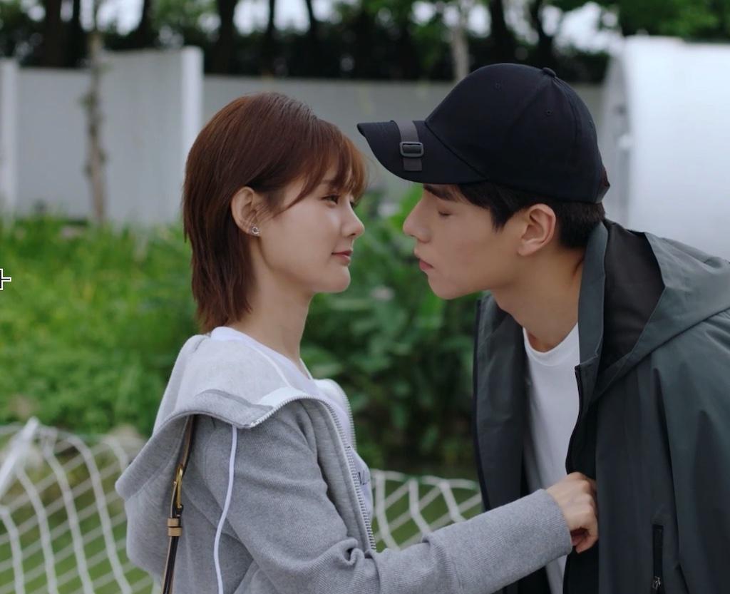 《我的时代》吴白艾情终于在一起:甜蜜拥吻、互挡太阳,太上头