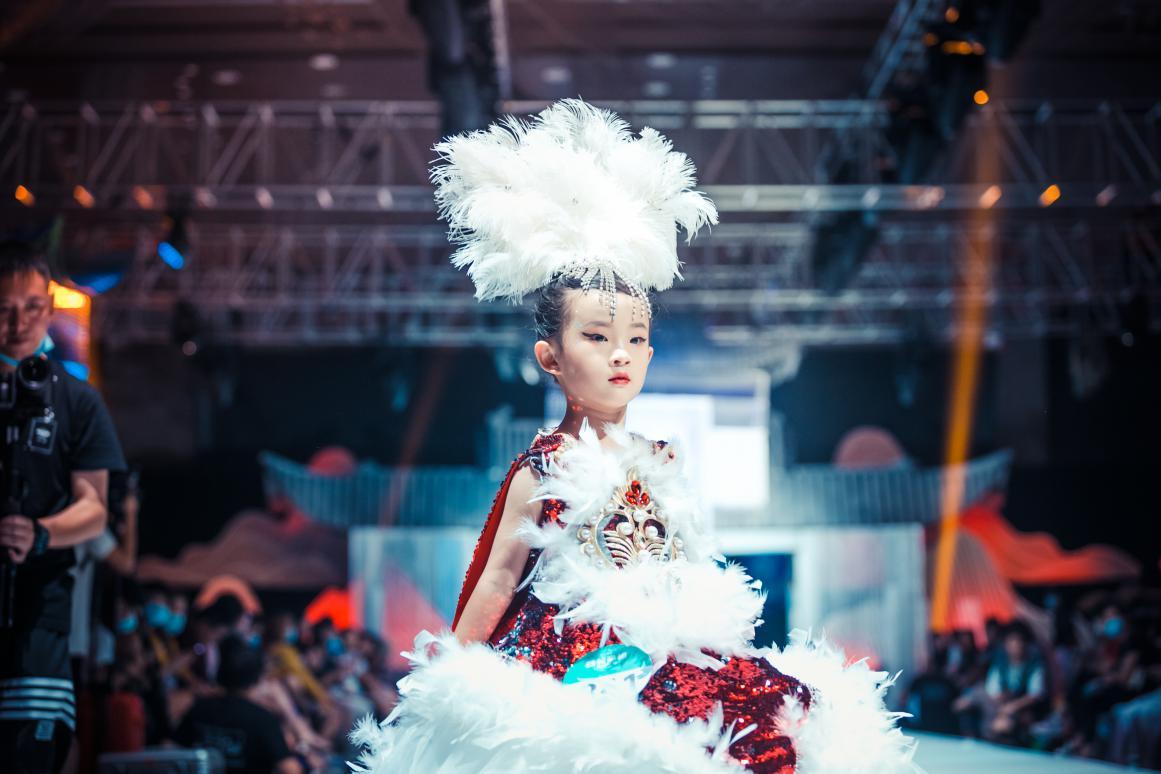 云南赛区张祺雯荣获精英童模超级联赛全国人气季军