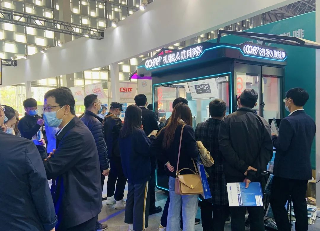At the 8th Shanghai Fair, the artificial intelligence robot coffee becomes a bright spot