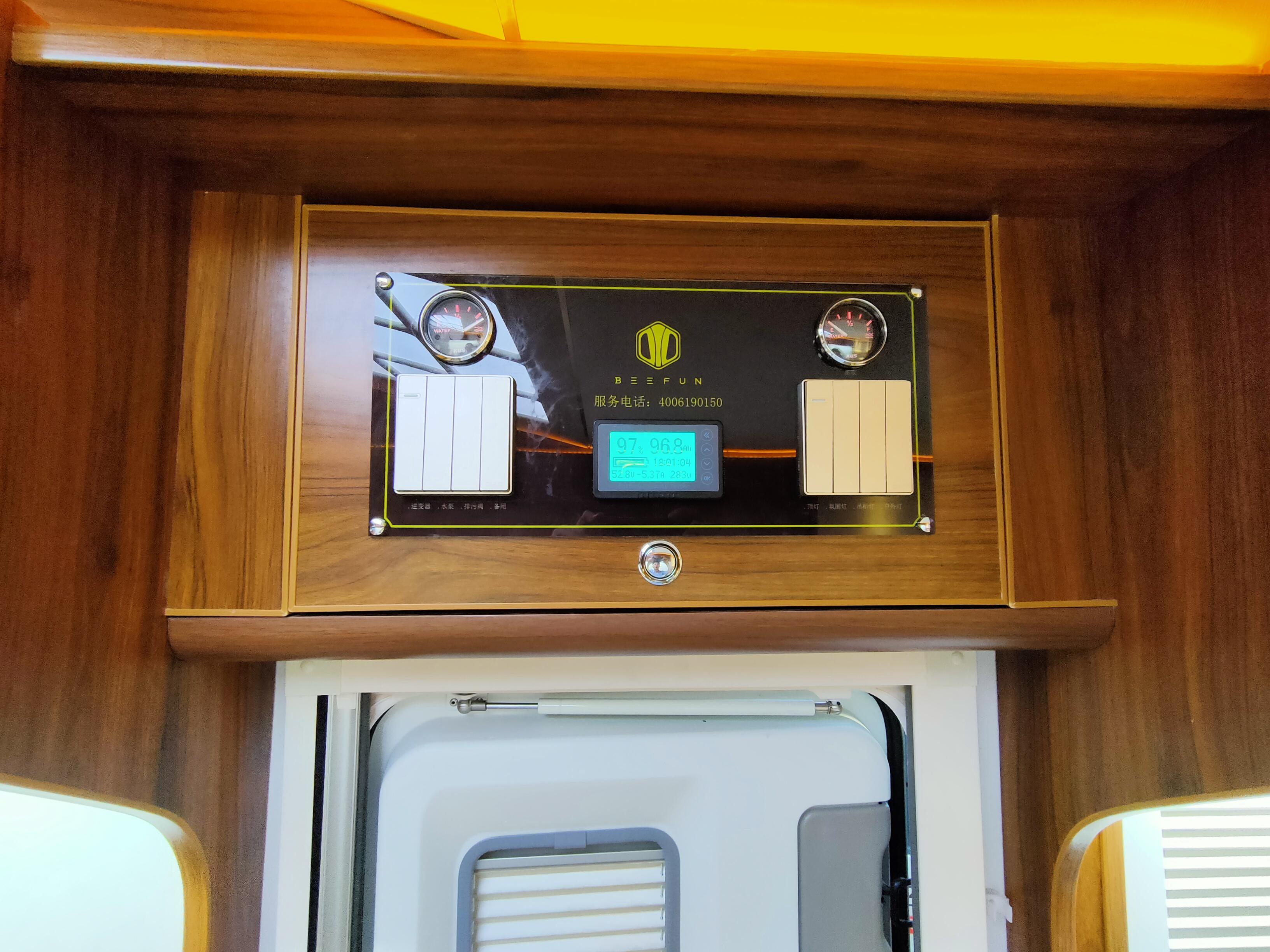 后双轮设计可上京牌,趣蜂48V房车电路加持的福特C型房车