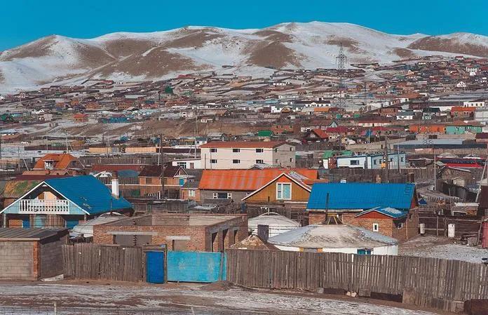距中国最近的蒙古县城,用中国电,花人民币,还想喝我们的自来水