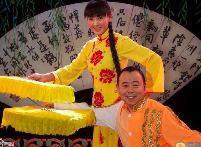 闫学晶是国家一级演员,她亲手拔了父亲的氧气管,原委令人无奈