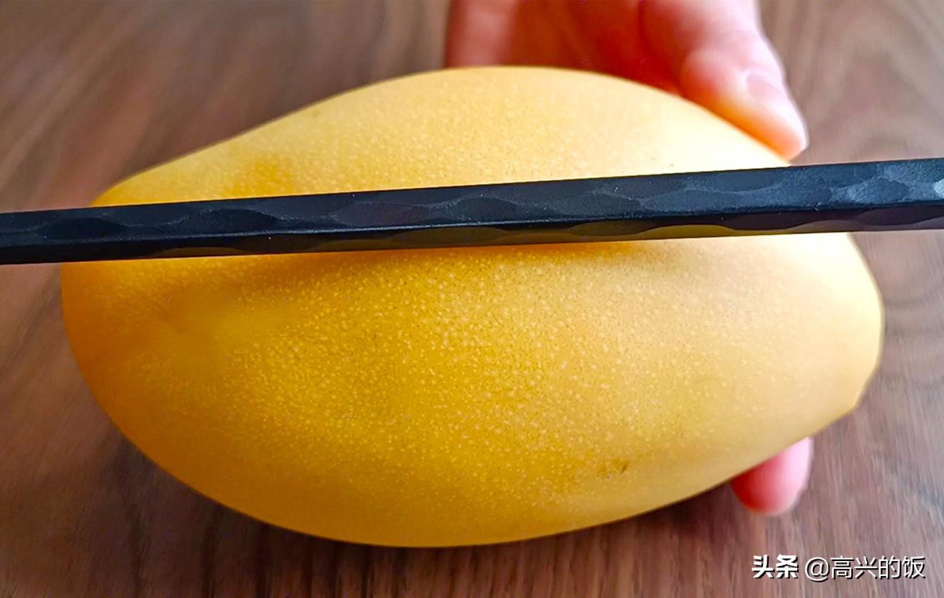 剝芒果皮很簡單,不髒手不流汁,1根筷子就搞定,這方法太棒了