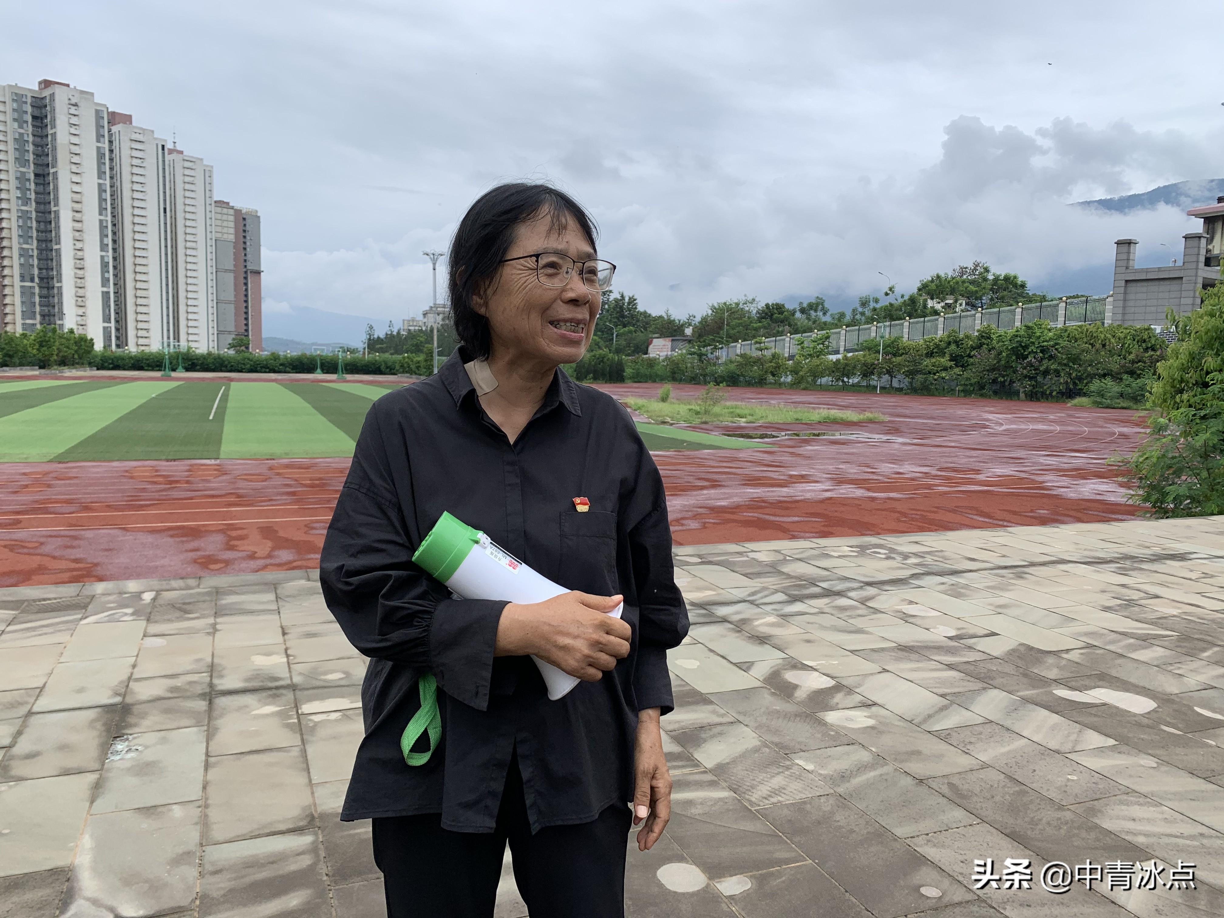 """衡中的毕业生采访了3位校长:将女孩送出大山的张桂梅、从东部到贵州支教的陈立群,他们认同""""衡水模式""""吗"""