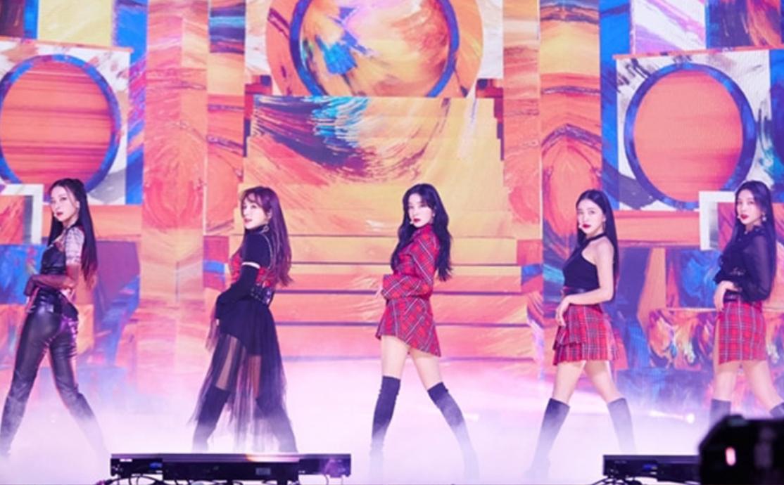 SM跨年演唱会见证全球人气,在线观看人数和点赞数打破纪录