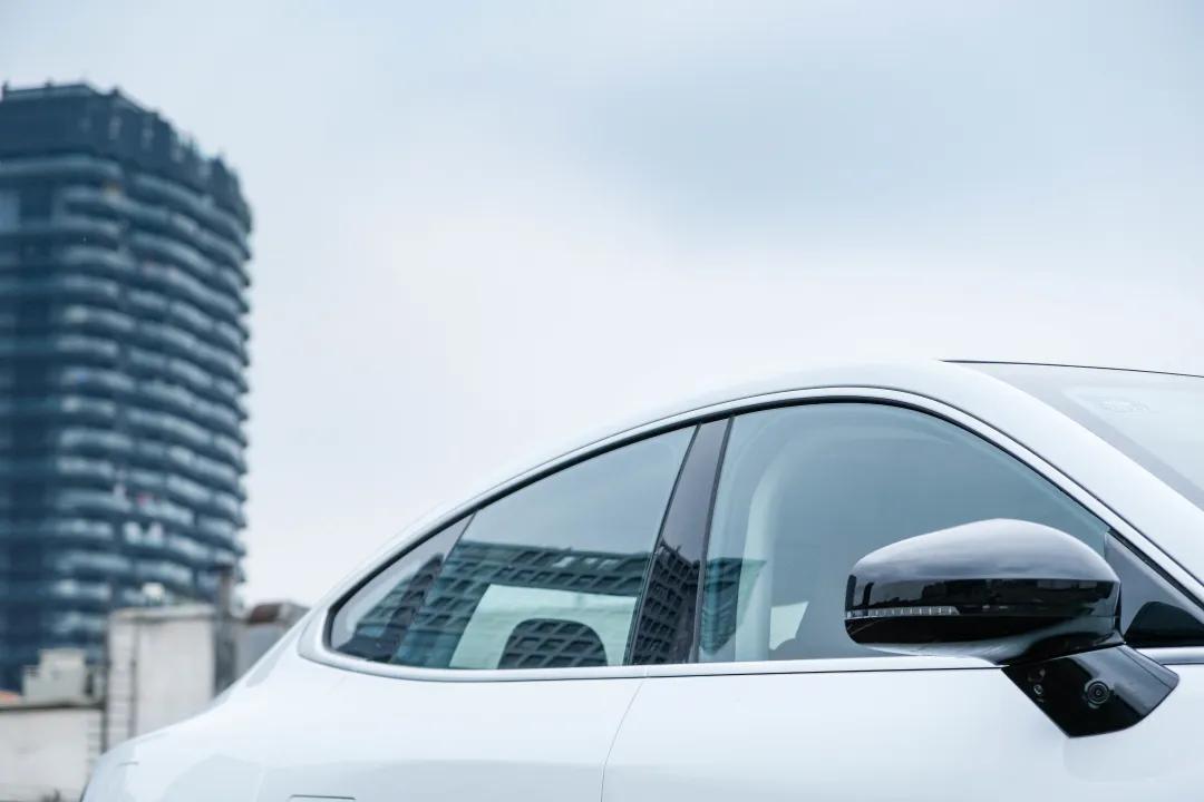 坐进小鹏P7车里,你开的不是车,而是未来