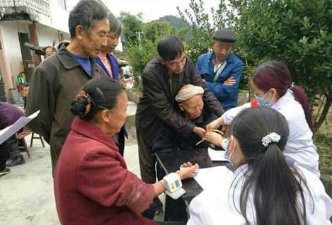 江苏射阳县盘湾中心卫生院把关心和温暖送到养老院