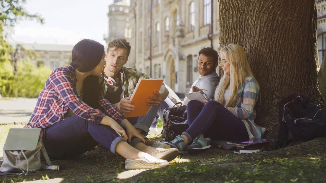 新冠疫情下在英国学习的国际学生指南