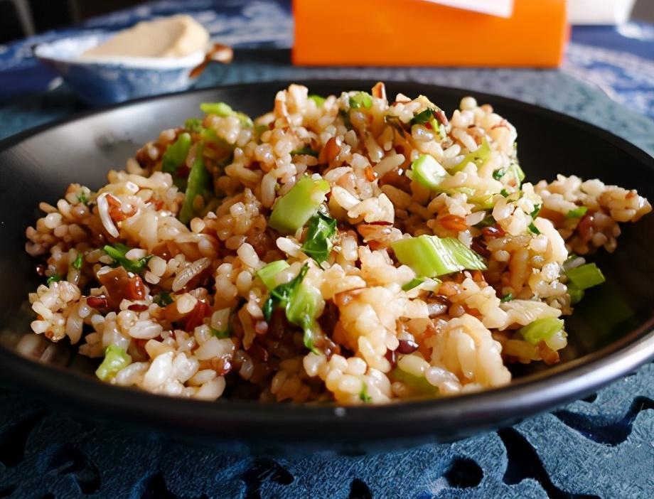 芥菜酱油肉炒饭的做法步骤图 炒一锅当主食吃