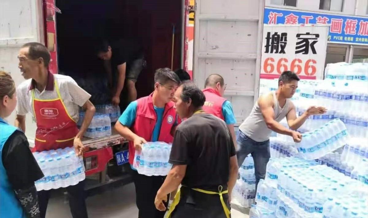 水灾无情,人间有爱!爱心社会组织和爱心企业为洛南灾区献爱心