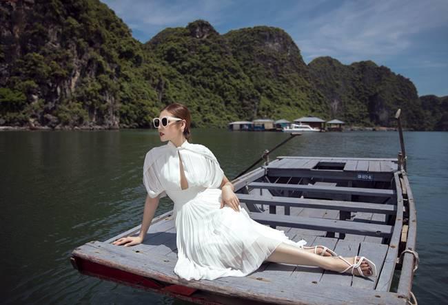 越南时装超模展示西装女人魅力,时尚女性旅游穿衣必备攻略