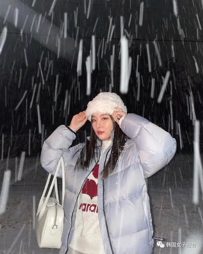 昨晚首尔大雪,在大雪中尽情玩耍的几位女团爱豆