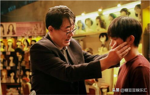 《小红花》收获好口碑,易烊千玺演技突破,哭戏真挚感人