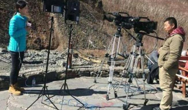 央视最美记者王冰冰旧照流出,皮肤黝黑气质全无,如今逆袭成女神