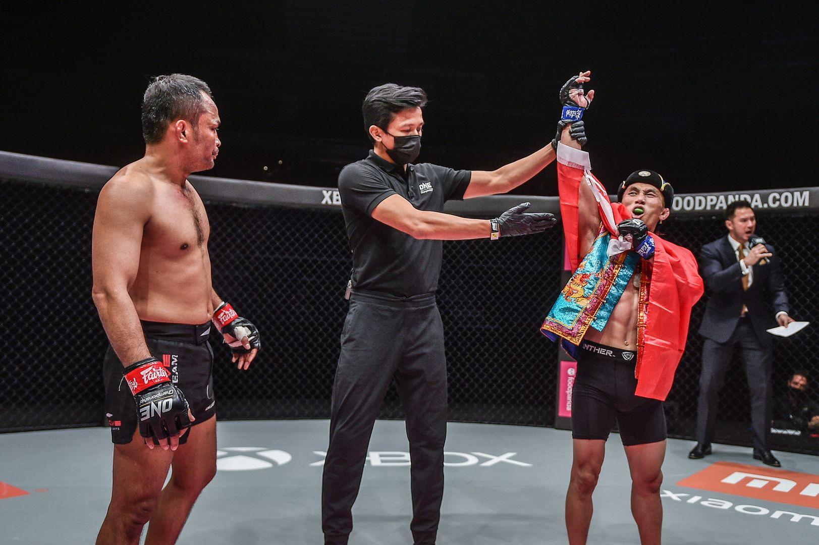 最能打的小矮人娶到1米7美女,望成中国首位MMA男子世界冠军