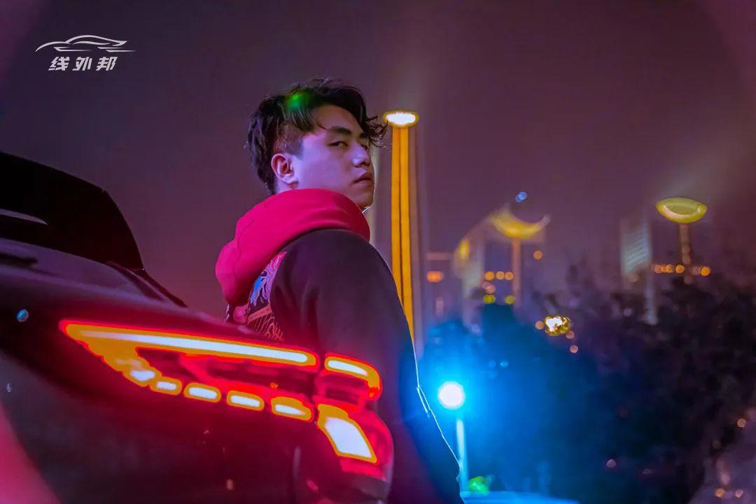 当夜幕降临重庆,每一眼都是赛博朋克