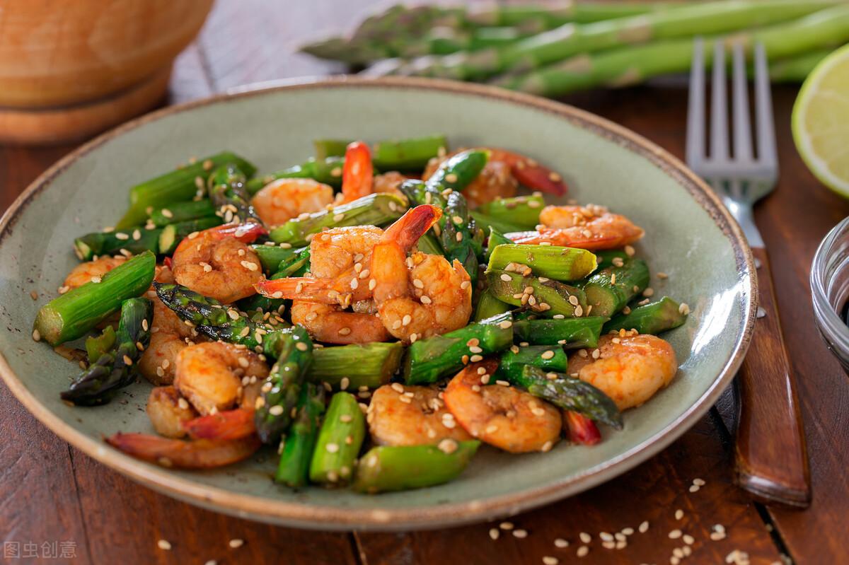 芦笋直接下锅炒是错的,炒前记得多加1步,鲜嫩爽脆不涩口 美食做法 第8张