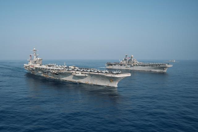 """美""""双航母""""在南海演习,辽宁舰与美舰碰面,擦枪走火可能性变大"""