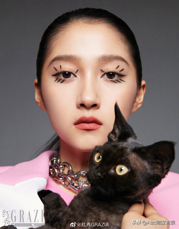 资讯:易烊千玺封面、关晓彤摩登猫系、李易峰红丝绒西装