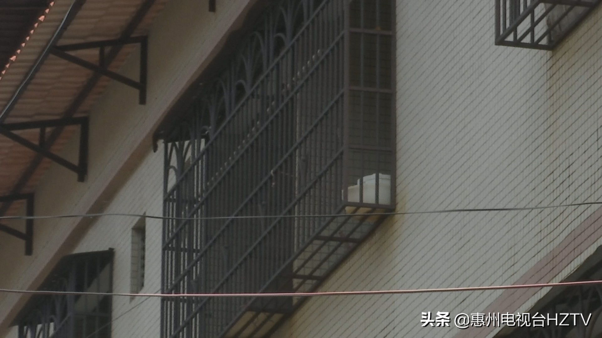 小金口圣丰线路板厂:深夜排出刺鼻异味,居民不堪其扰