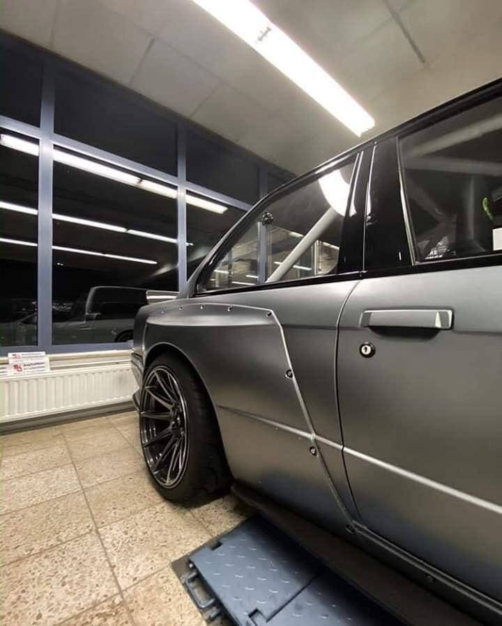 宝马E30换上V8发动机动力和外观都要比大哥M3还要猛