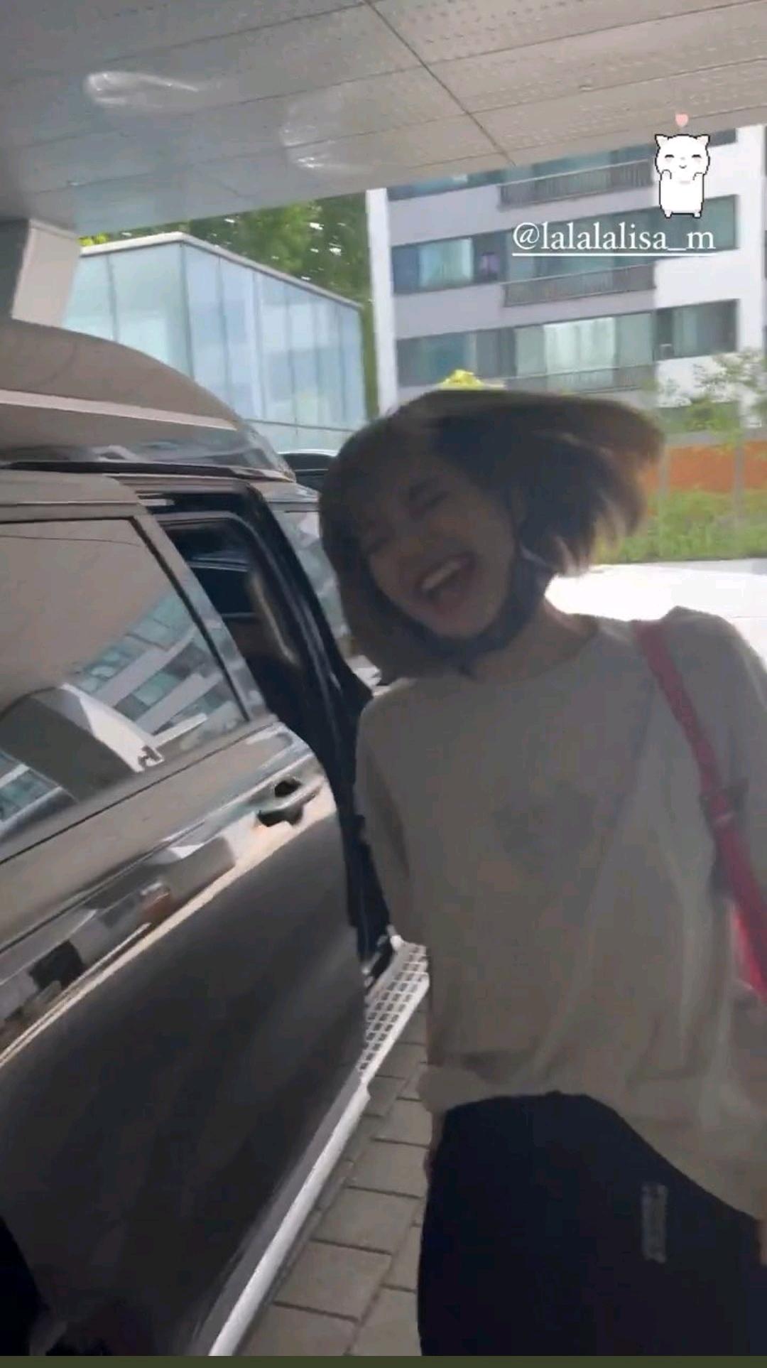 只有LISA做得到?出道突破南韩所有女Solo预售销量,中韩评价好吗