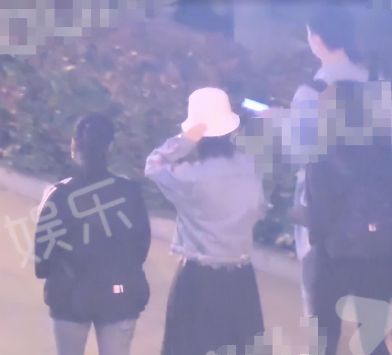 杨紫肖战横店聚餐,疑为避嫌分开走,神仙友情令人羡慕