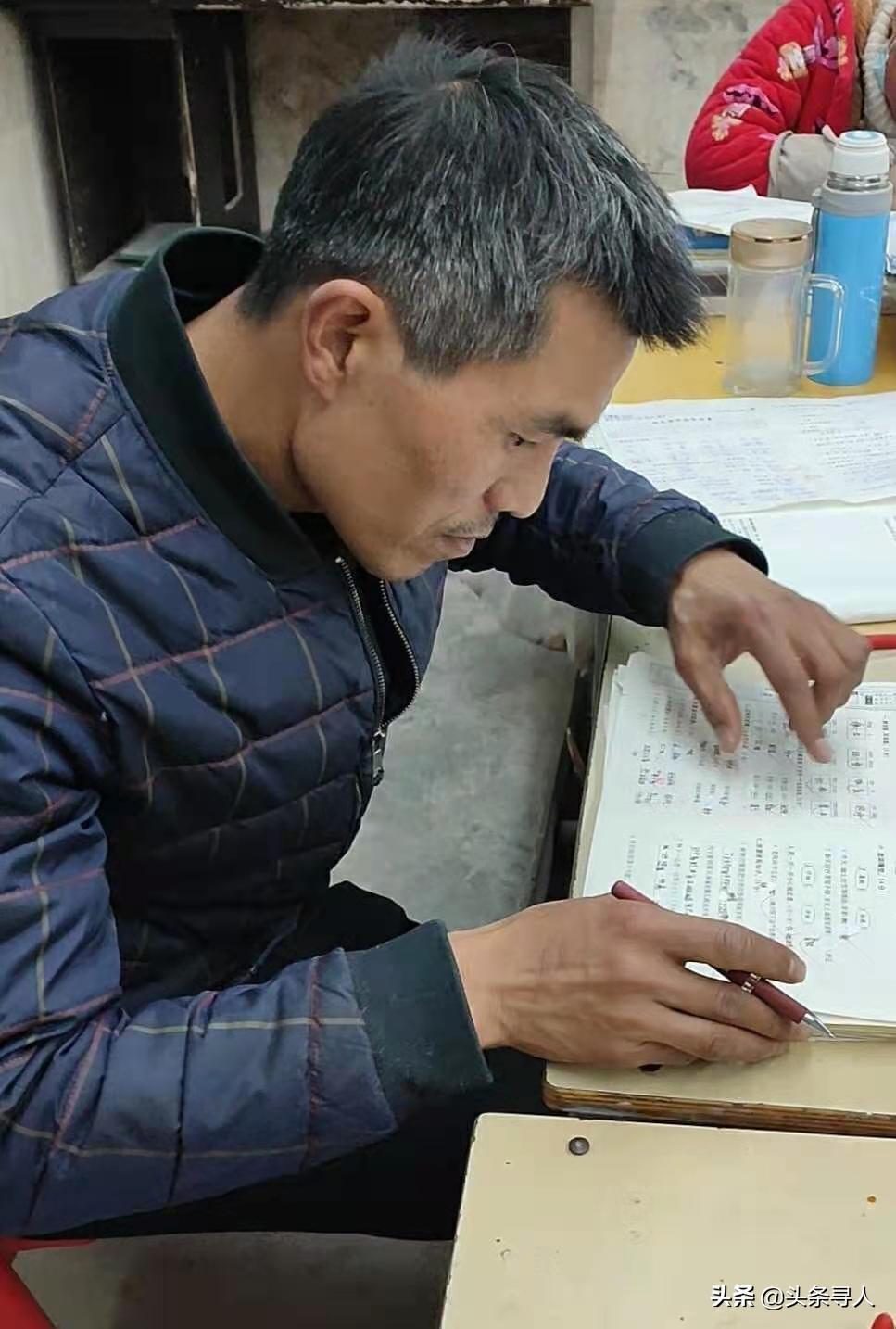 河南周口80后乡村小学校长与学生同吃同住,三年时间黑发变白头