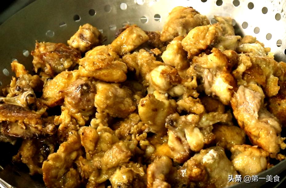 仅此一家!大厨教你农家特色吃法面煎鸡,汤肉都香,碗底舔光 美食做法 第4张