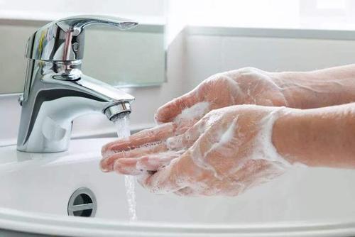 洗脸巾的正确使用方法(洗脸巾使用方法图解)