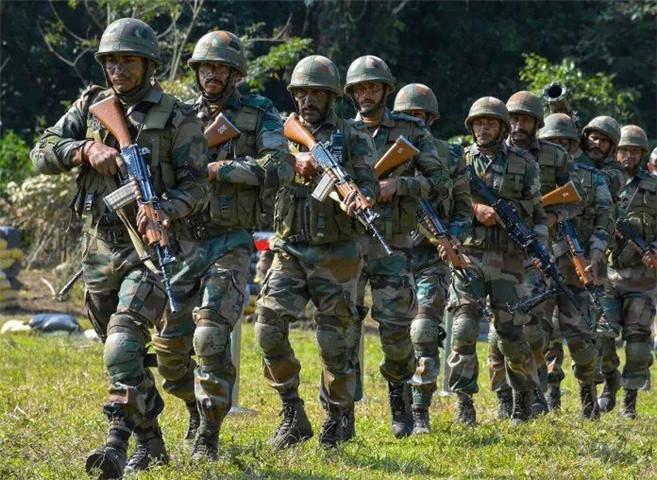 印度士兵连开四枪,上级军官遭杀害,携枪拒绝投降,军队下令彻查