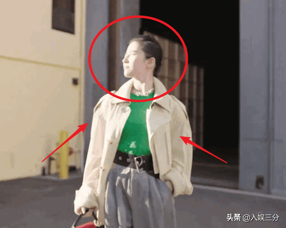 刘亦菲真人长相如何?现身线下直播,路人镜头下的颜值很真实