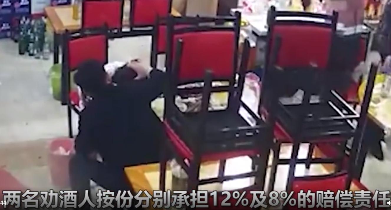 女子深夜撸串饮酒致死,烧烤店同一桌酒友均被告,家属索赔198万元