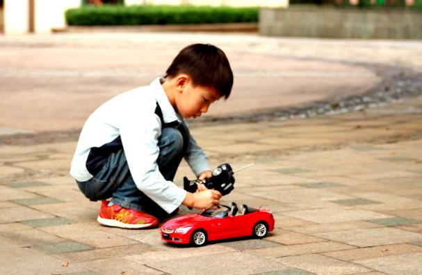 哈佛大學研究表明:孩子分心是本能,專注力需從小培養,教你4招