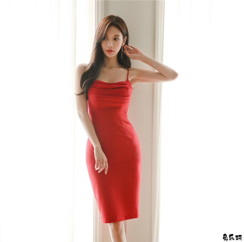 孙允珠:盛夏红牡丹烈焰热情吊带衣裙