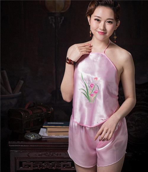 古代中西方内衣在色彩上有什么不同?中国颜色单一,西方种类繁多