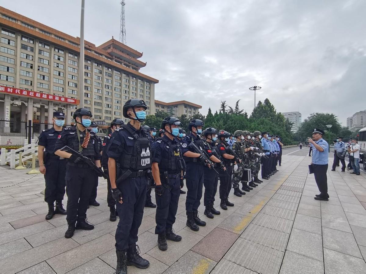 多警种联合 西安强化十四运会期间全市巡逻防控工作