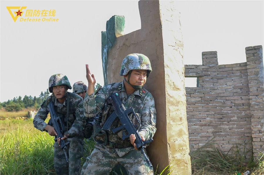 """走出大山走向军营 他入伍十年取得八个""""第一"""""""