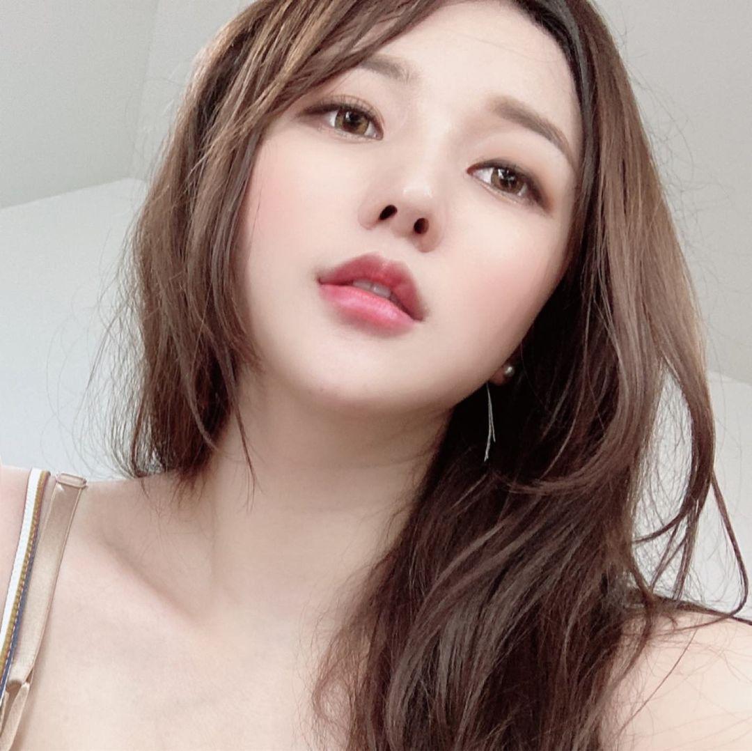 韩国网红主播遭店员骚扰:是要看食物还是看自己的胸部?