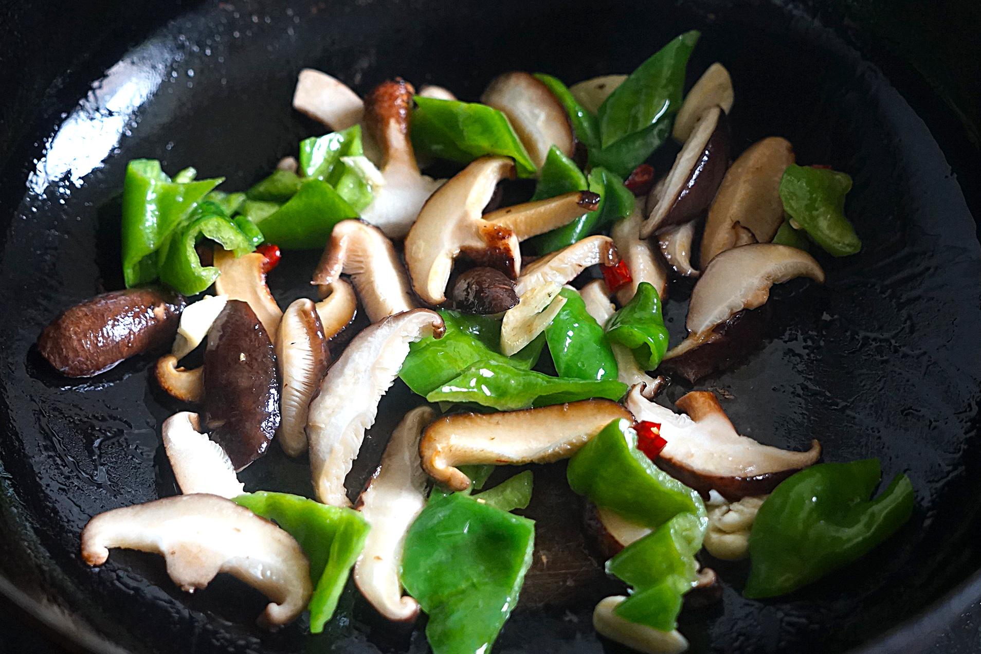 明日谷雨节气,给家人吃这菜,鲜嫩营养又美味,比春笋还要好吃 美食做法 第7张