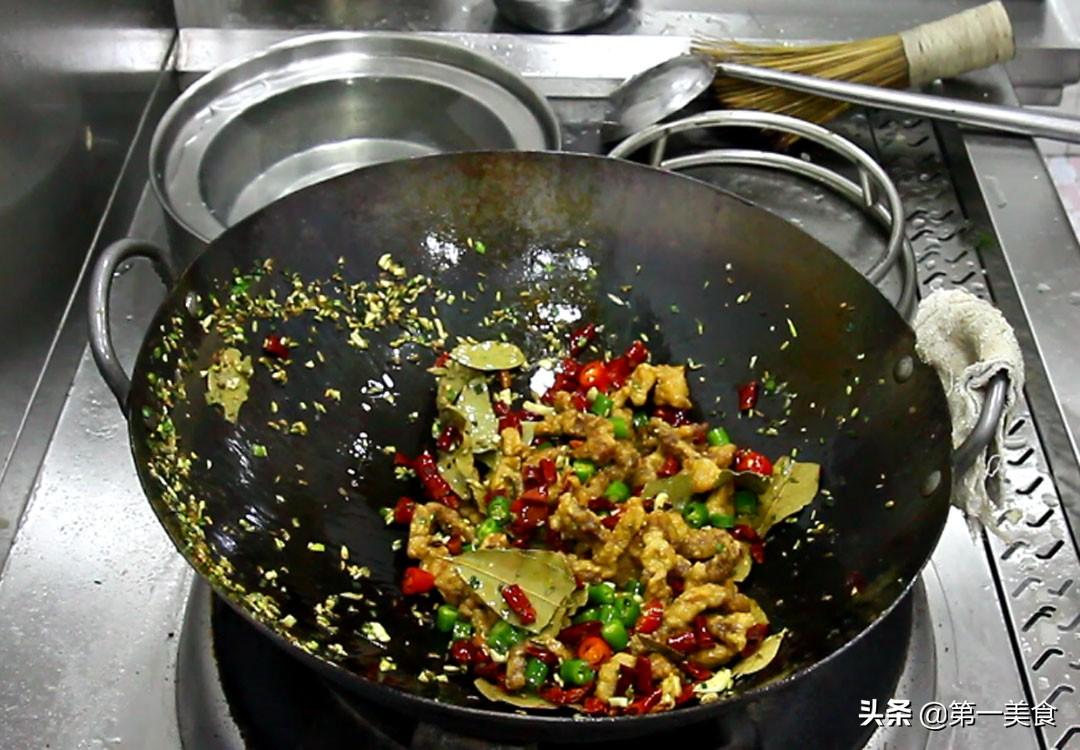 厨师长教你这样做,极品酥肉,外焦里嫩,油而不腻,吃完忘不掉 美食做法 第8张