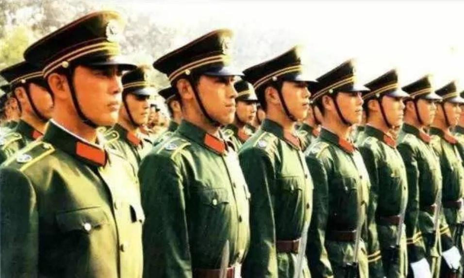 1985年百万裁军,很多部队领导不服,邓小平