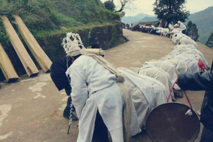 北大教授吴飞:应当恢复土葬,火葬就像把人当垃圾一样焚烧处理