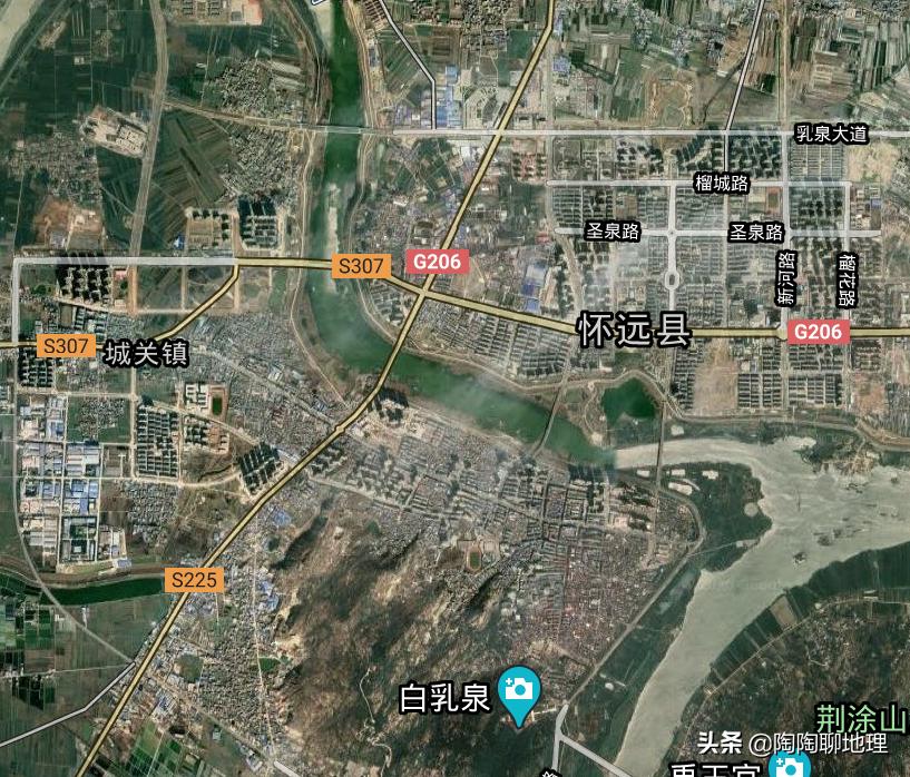 安徽蚌埠市有一个县,县城位于4条河流交汇处,和市区相距几公里