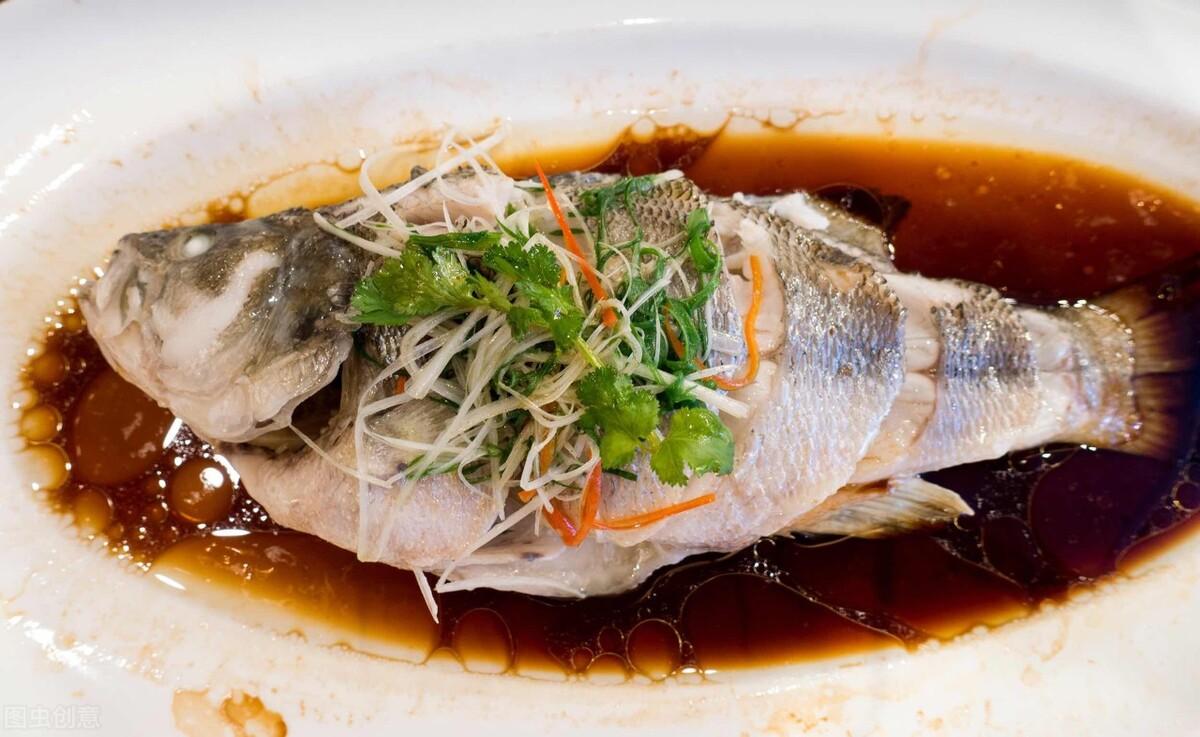 做清蒸鱼时,别放食盐和料酒,教你正确的做法,鱼肉鲜嫩无腥味 美食做法 第4张