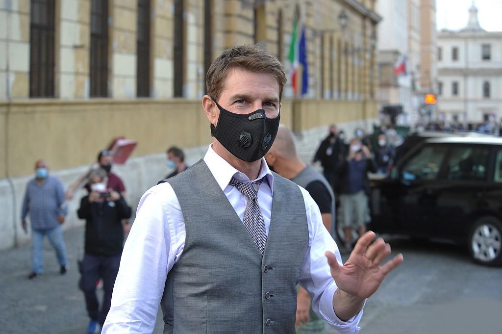 《职业特工队7》拍摄现场 汤克鲁斯展示西装绅士装